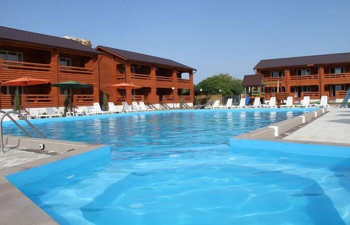Базы отдыха Кирилловки с бассейном