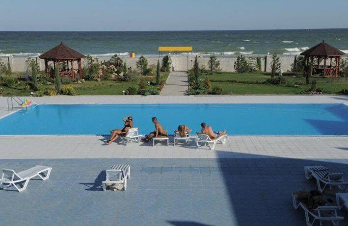Базы отдыха Кирилловки с бассейном возле моря
